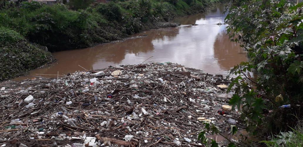 https://www.contramuro.com/reportan-perdidas-materiales-tras-lluvia-de-ayer-en-colonias-del-cerro-del-quinceo/