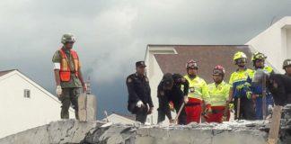 Suman siete muertos tras derrumbe en Monterrey