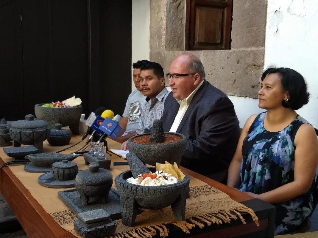 San Nicolás de Obispo prepará el molcajete más grande del mundo