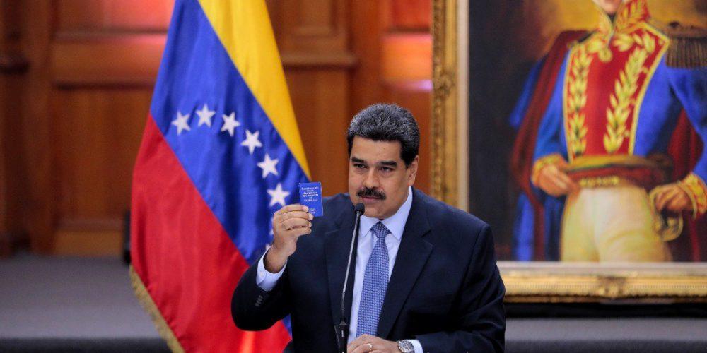 Pide Maduro al Papa apoyo para el diálogo en Venezuela