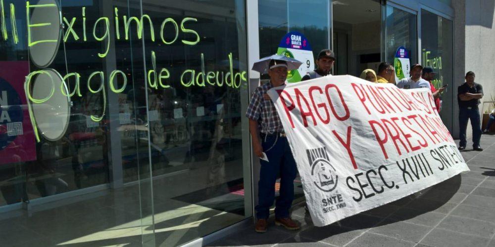 CNTE exige al Gobierno de Michoacán sus pagos con manifestación en centros comerciales