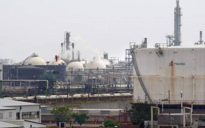 Importó México 45% menos gasolina de EU: Wall Street Journal