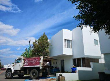 Ayuntamiento beneficia a regidor con material de programa de construcción