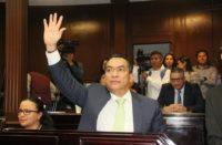 Tras discusión polémica, aprueban licencia a Adrián López para buscar fiscalía