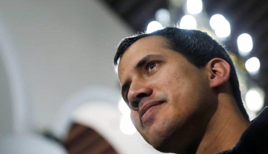 """Pide Guaidó a Colombia """"no seguir el juego"""" a Maduro"""