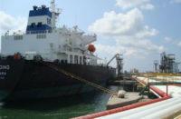 Arriba buque-tanque venezolano con gasolina