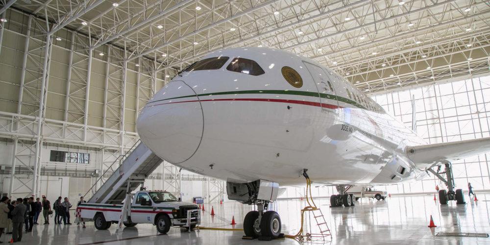 Anuncian regreso y subasta del avión presidencial