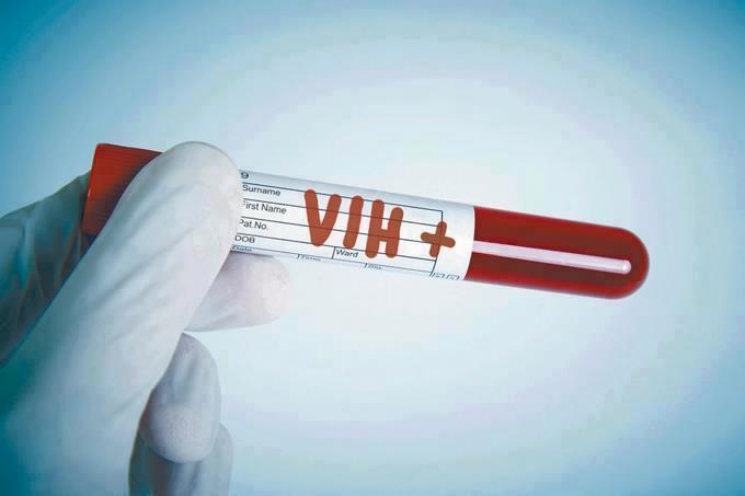 Llama CNDH a fortalecer atención para personas con VIH