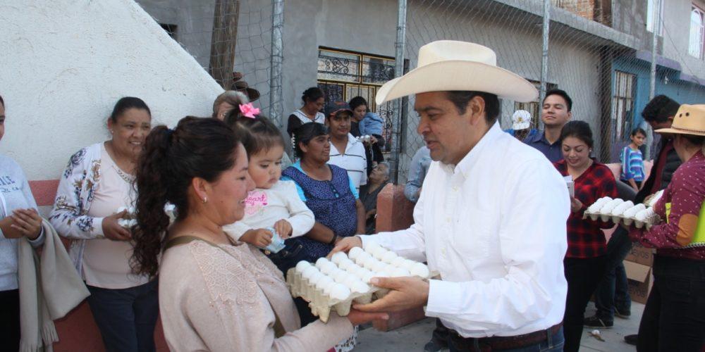 """Tony Martínez crea programa """"Un Huevo por un Peso"""""""