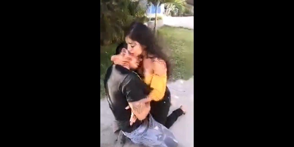 Apuñala a su pareja y con besos le pide que no muera