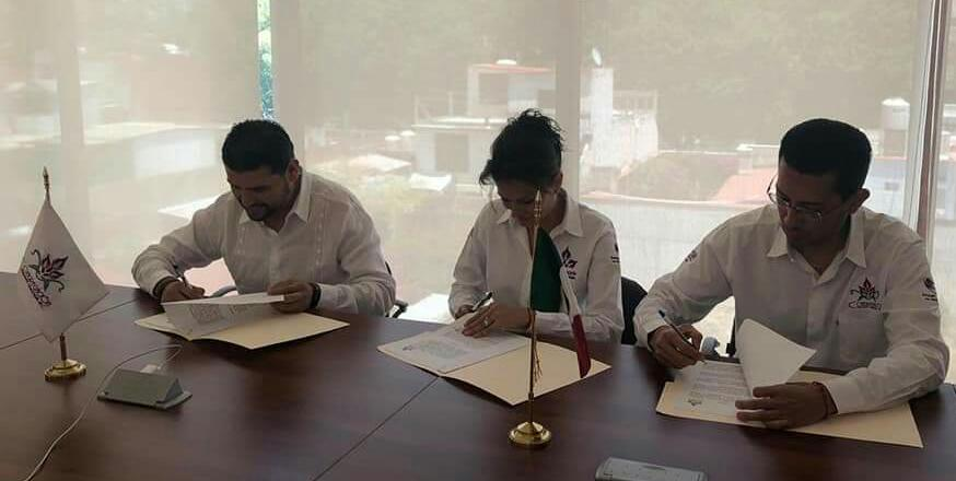 Octavio Ocampo y Mariana Trinitaria firman convenio para generar desarrollo en Distrito de Huetamo