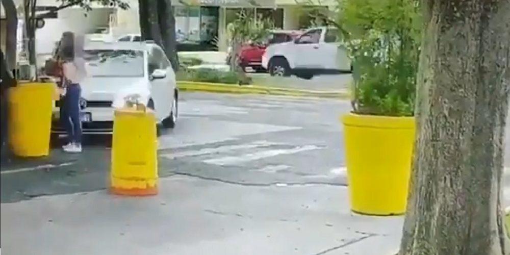 Circula en redes video del momento que esposo asesina a su mujer