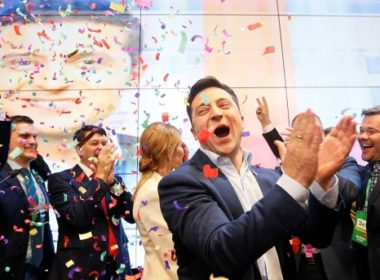 Comediante Zelenskiy virtual nuevo presidente de Ucrania