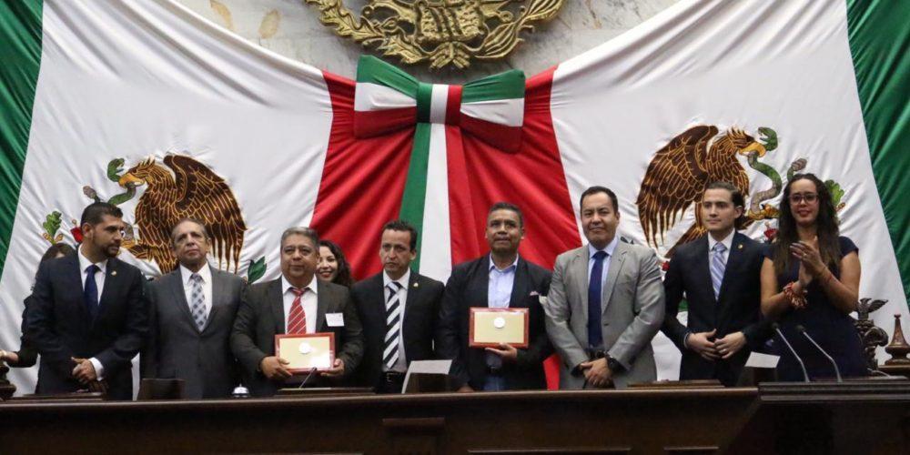 Medalla al Mérito Docente al Centro Regional de Educación Normal de Arteaga