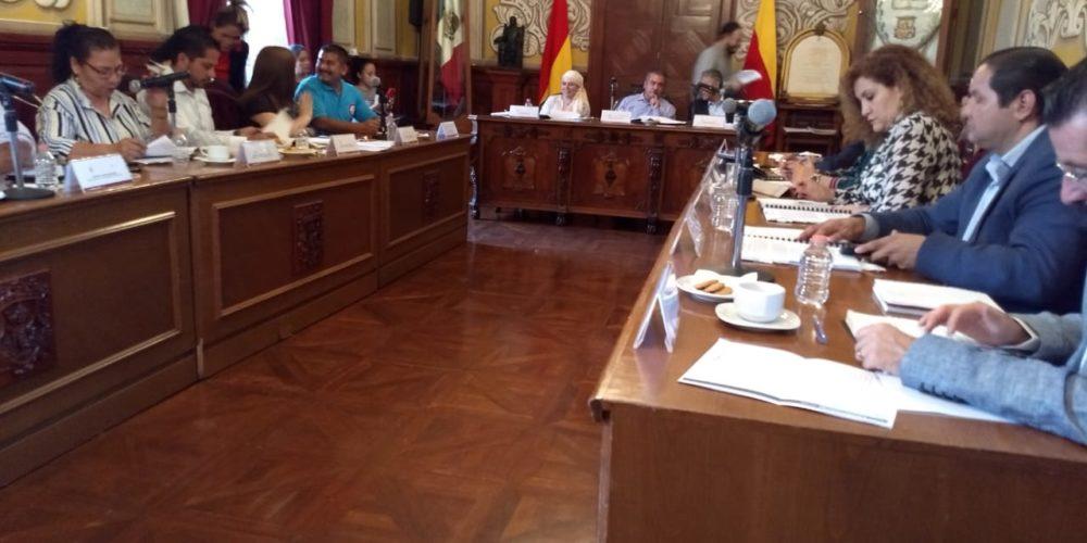Presea generalísimo Morelos a Niños Cantores de Morelia y Luis Ventura de la Rosa