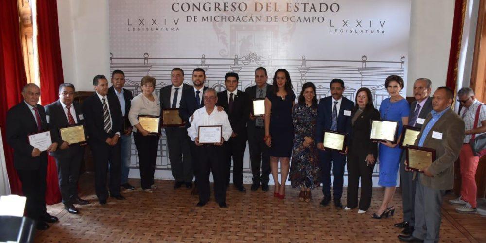 A dignificar labor educativa, llama Congreso de Michoacán
