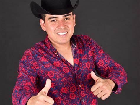 Grupo armado 'levanta' a cantante grupero en Mazatlán