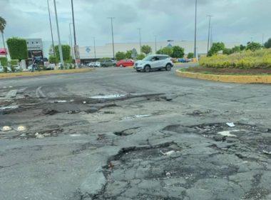 Denuncian megabaches en importante avenida de Morelia