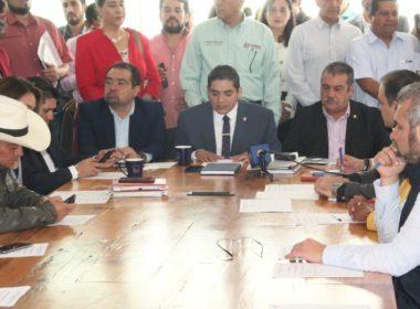 Diputado asiste de porrista a comparecencia de alcalde de Morelia