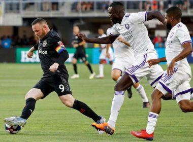 Así el golazo de Wayne Rooney desde su propio campo