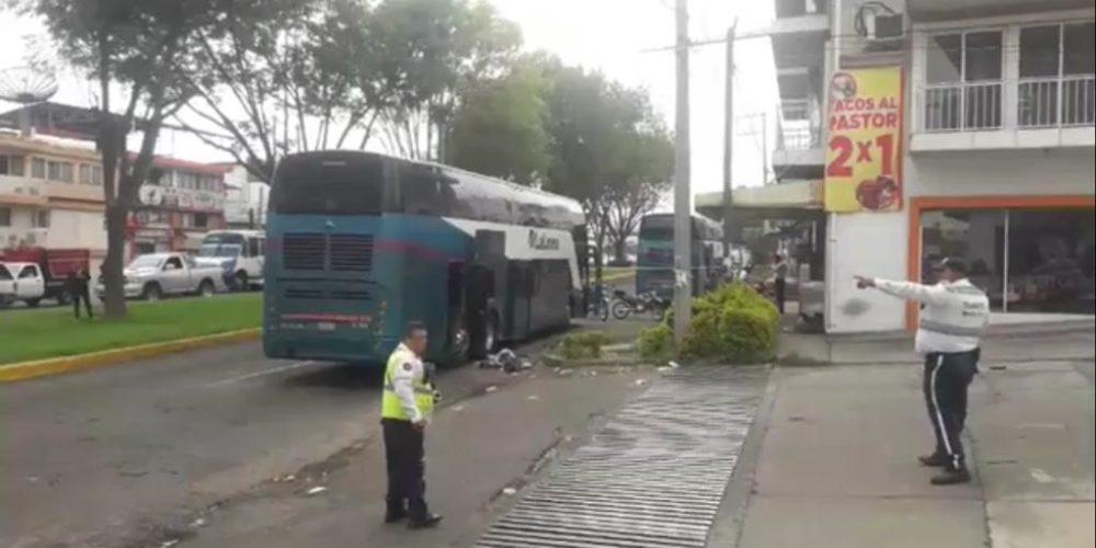 Detona explosivo al interior de autobús de pasajeros en Michoacán