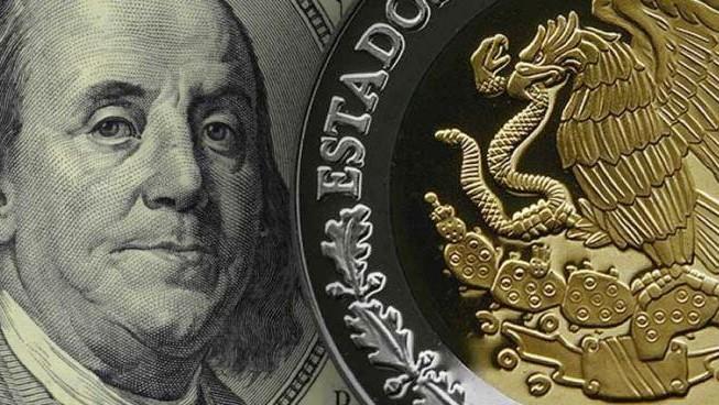 Calificadora 'tumba' al peso frente al Dólar