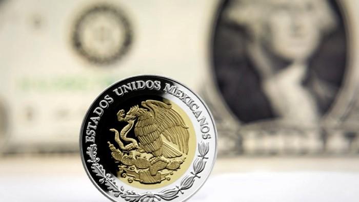 Tras la renuncia de Carlos Urzúa a Hacienda, sube dólar a $19.28