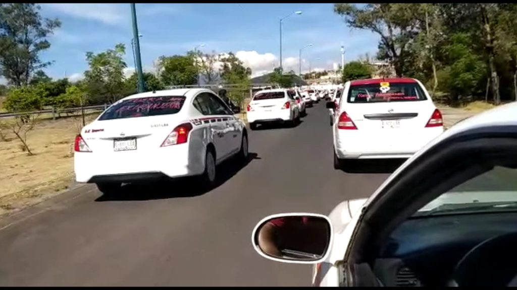 Transportistas se manifiestan en contra de Uber, pero ofrecen servicios de baja calidad