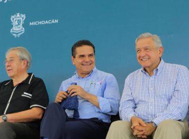 Celebra López Obrador venta de helicópteros del gobierno de Michoacán
