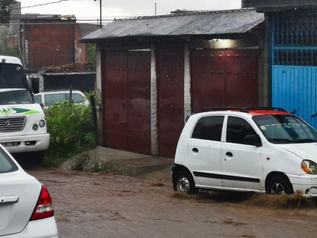 Se registran fuertes encharcamientos por lluvias en Morelia