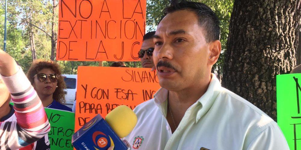 Trabajadores de Junta de Caminos exigen a gobierno sus pagos