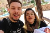 #Video Youtubers maltratan a su bebé por 'likes'