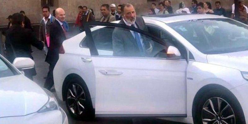 Meade y González Anaya captados saliendo de Palacio Nacional