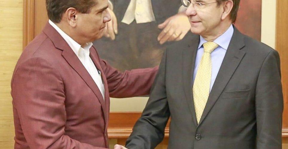 Silvano anuncia pago a maestros hasta el próximo martes