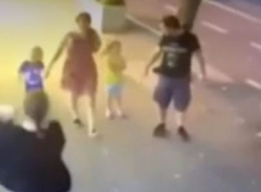 #Video Mujer ataca a niño de tres años en la cara