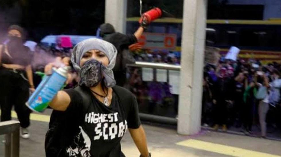Reprueban actos vandalicos en marcha feminista
