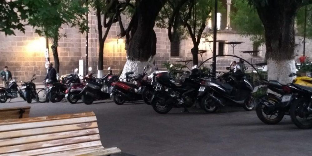 Calle Nigromante convertida en estacionamiento señalan morelianos