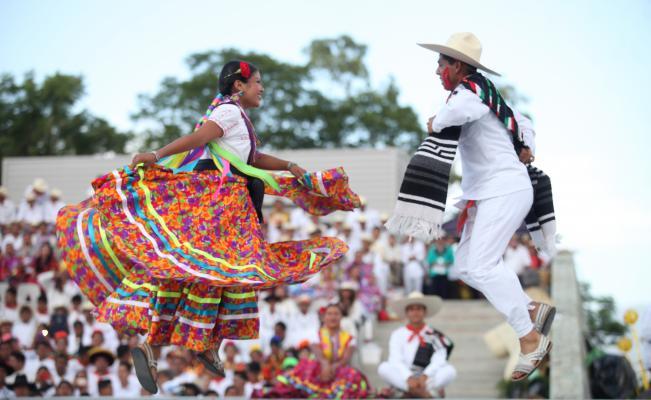 Guelaguetza el 15 de septiembre en el Zócalo