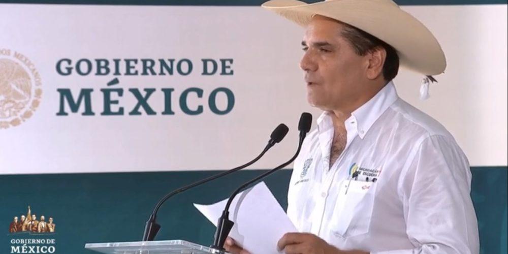 Asegura gobernador de Michoacán que entregará un sistema de salud sin deudas