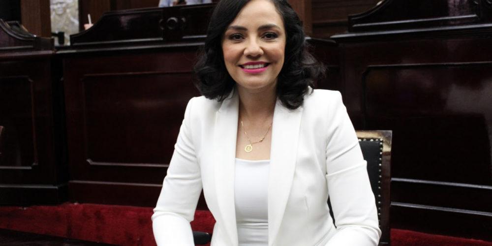 Exhorta Adriana Hernández a reforzar el trabajo legislativo