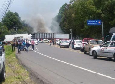 Cinco policías retenidos por comuneros de Capacuaro, Michoacán