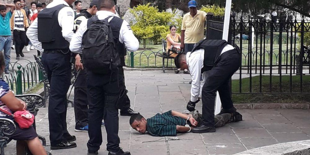 #Video Por masturbarse en vía pública, detienen a sujeto armado