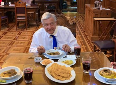 Cambia AMLO cena lujosa para el 15 de septiembre por convivio con antojitos