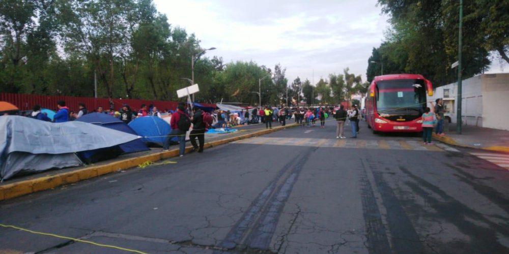 Diputados hablarán con la CNTE tras bloqueo en San Lázaro