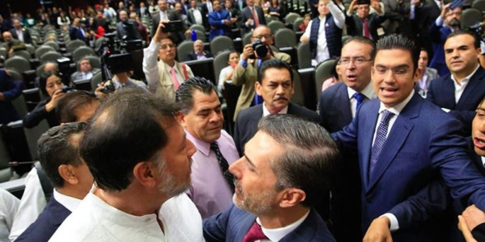 #Video Se enfrentan Fernández Noroña y diputados del PAN