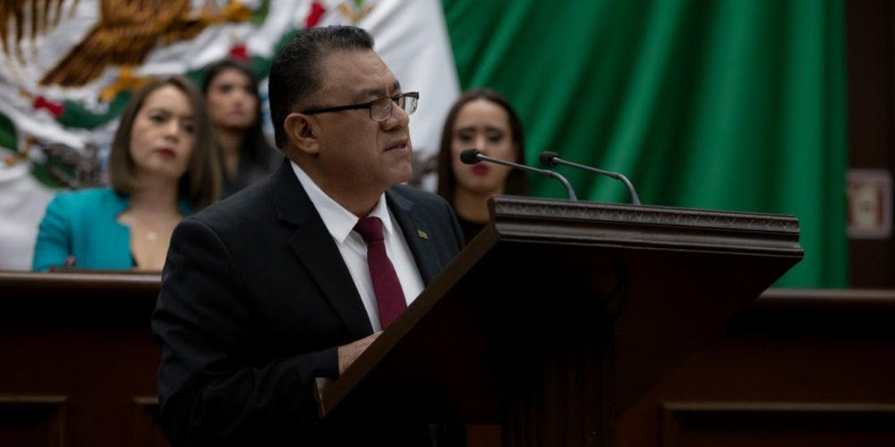 Propone Fermín Bernabé regular conformación de grupos parlamentarios en Congreso