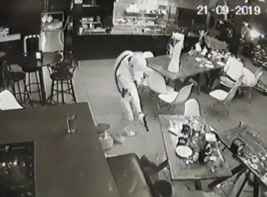 Publican video del momento exacto del asesinato de 4 en bar de Uruapan
