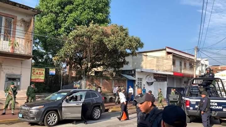 Por disparos y atropellado casi suspenden desfile en Uruapan