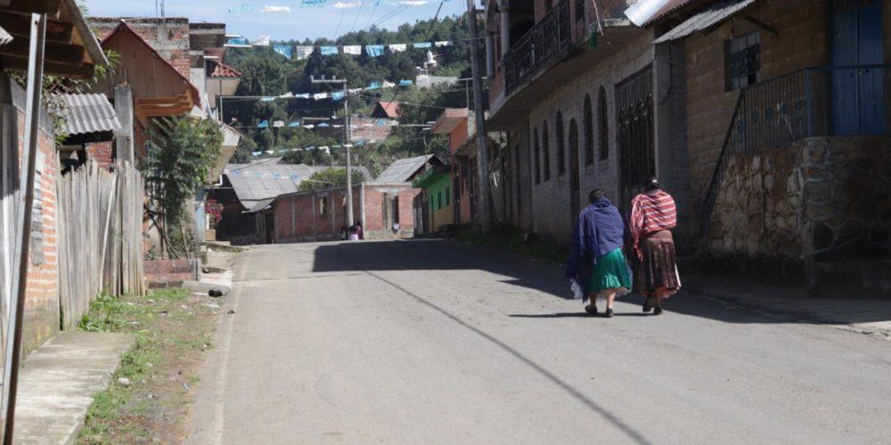 Aquí no está permitido tomar fotos, aquí no estén chingando: habitantes de Urapicho a periodistas