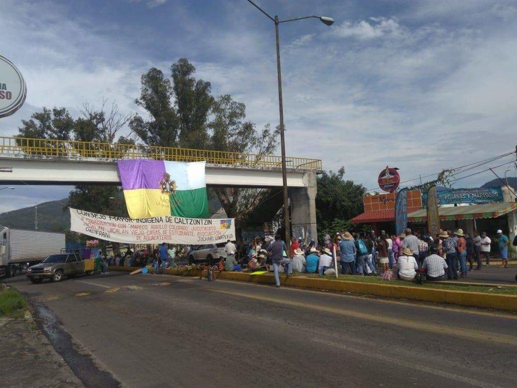 Consejo Indígena bloquea carreteras en Michoacán